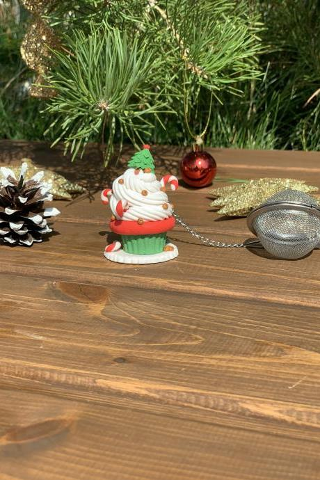 Christmas tea infuser with cupcake decor, loose leaf tea strainer, cute tea ball, Xmas gift idea, Christmas gift grandmaze